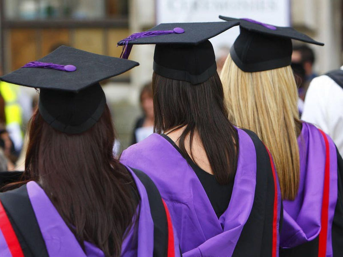 Gap between poor and affluent students going to university widest for 14 years