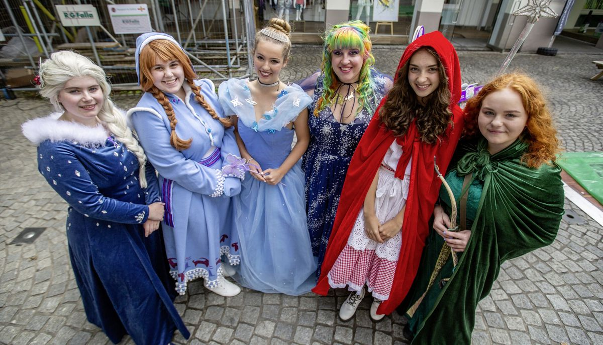 Left to right, Cassie Turville (Elsa), Chloe Dodd (Anna), Anya Mancini (Cinderella), Dominique Ogier (Fairy Godmother), Amelia Garn (Little Red Riding Hood) Amy McColl (Merida) (Picture By Sophie Rabey, 29797237)