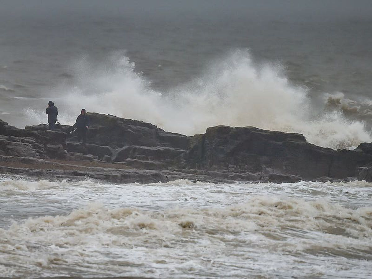 Windy night could cause travel disruption, forecasters warn