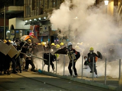 Hong Kong police launch tear gas in bid to end protest