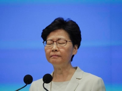 Hong Kong leader apologises over extradition bill