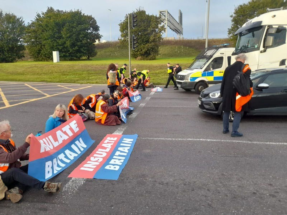 Insulate Britain protesters dragged off roads by angry motorists