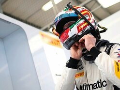 Win could see Seb land the GT4 title