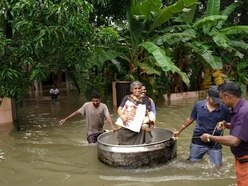 Hundreds evacuated from rooftops after India floods kill 164