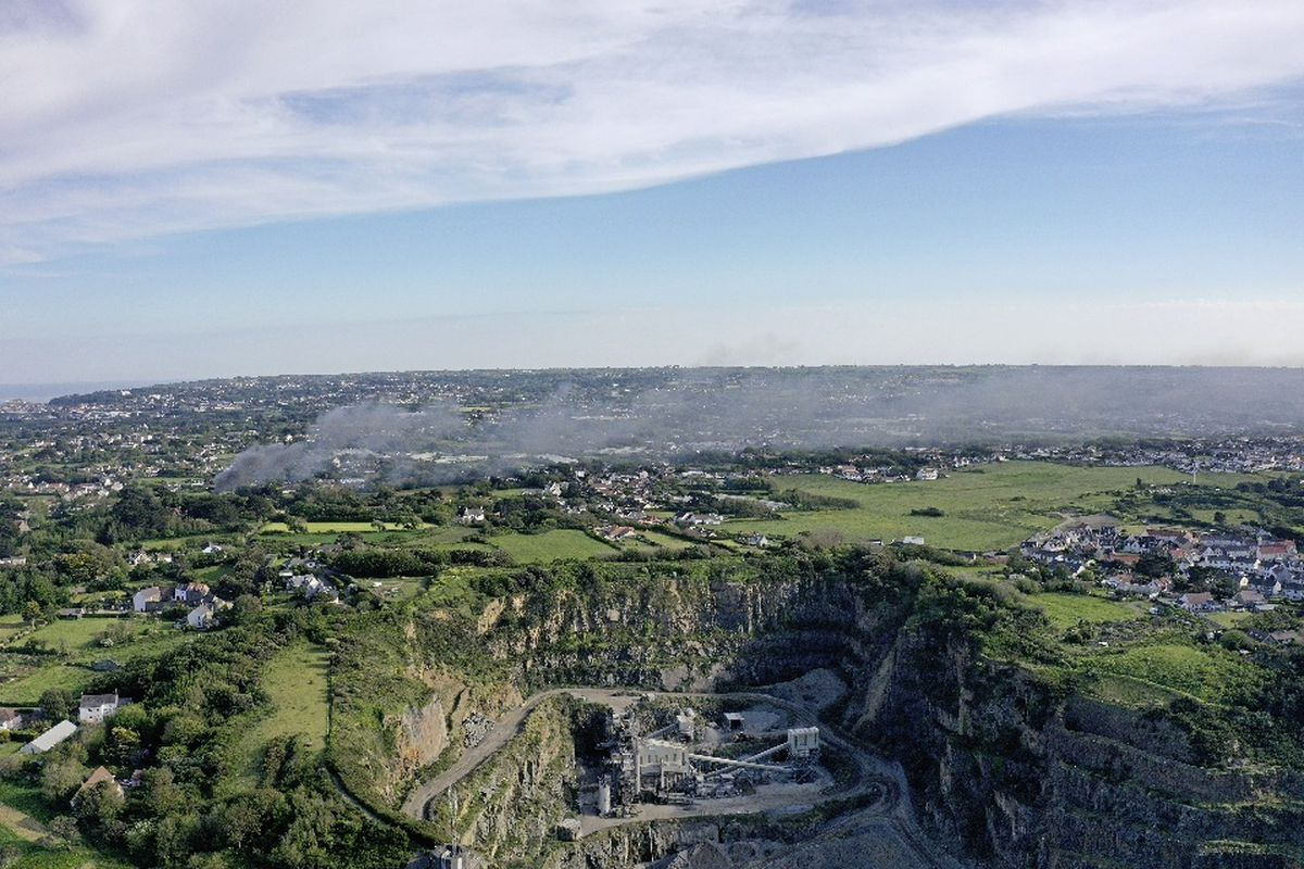Smoke from a glasshouse fire in St Sampson's billows towards the west coast. Drone image by Peter Frankland. (29611329)