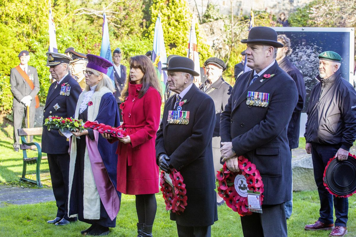 Picture by Sophie Rabey.  29-11-20..The Royal Guernsey Light Infantry Memorial Day Service at the Sunken Gardens..L-R Lt-Governor Sir Ian Corder, Jessica Roland Deputy Bailiff, Deputy Andrea Dudley Owen, Mr Bob Place MBE and Lt Col (Retired) Colin Vaudin.. (28962905)