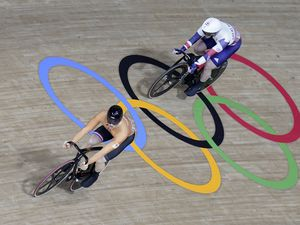 Netherlands' Harrie Lavreysen (left) defeats Great Britain's Jason Kenny in the Men's Sprint Quarterfinals Heat 2 during the (EVENT) at Izu Velodrome on the thirteenth day of the Tokyo 2020 Olympic Games in Japan. Picture date: Thursday August 5, 2021.. (29840509)