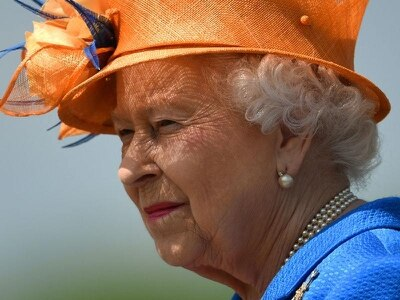 Queen's income from estate rises by almost £1m