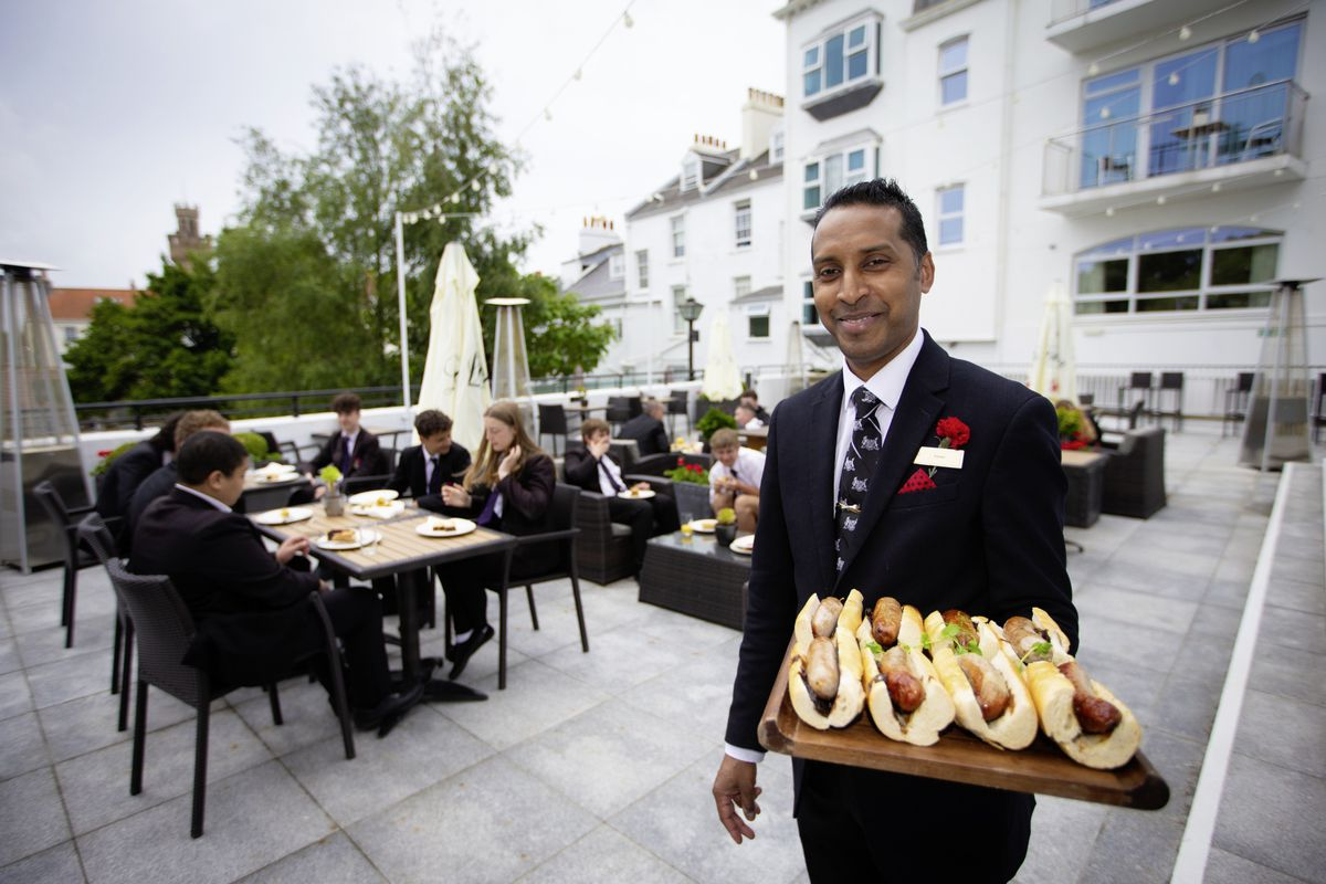 Food and beverage manager Kishen Mooroogen takes lunch to the students. (29730892)