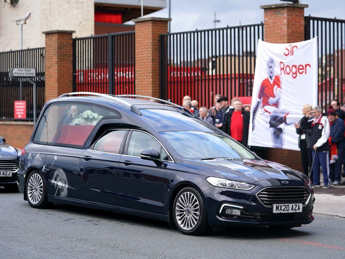 Sir Geoff Hurst and Kevin Keegan pay tribute to Roger Hunt at funeral