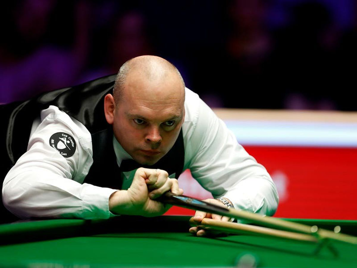 Stuart Bingham shrugs off Shaun Murphy to reach Masters semi-finals