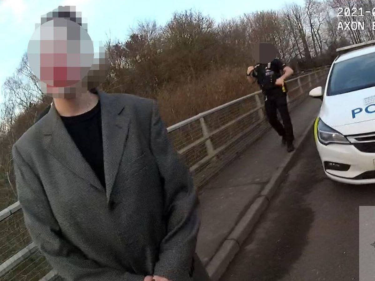 Couple fined after clown photoshoot on bridge sparks emergency response