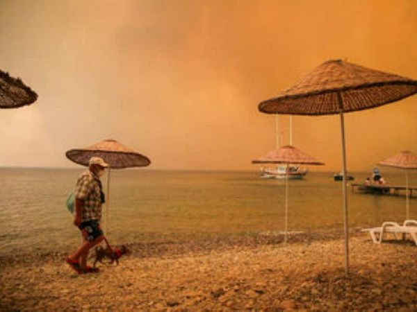 Firefighters continue to battle wildfires near Turkey's beaches
