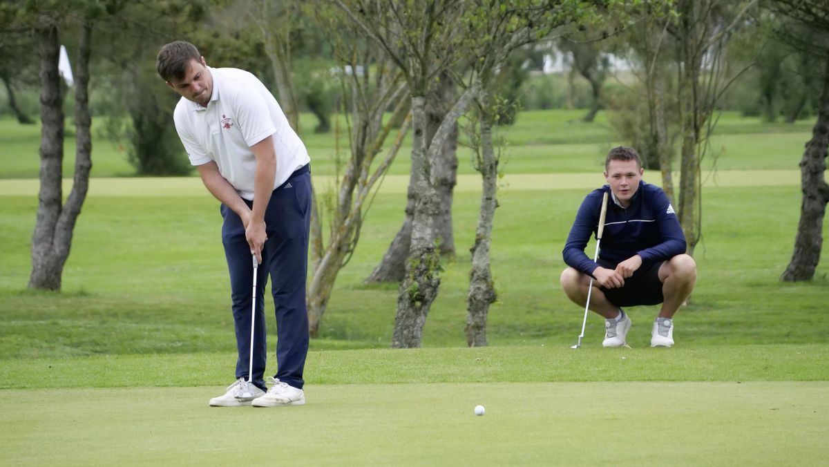Jeremy Nicolle putts watched by opponent CJ Elmy. (Picture by Gareth Le Prevost, 29631862)