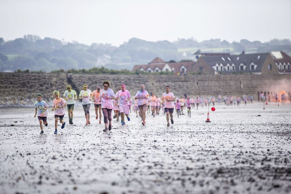 Picture by Sophie Rabey.  19-09-20. Islands Insurance have sponsored a Colour Run on Vazon Beach to help raise money for Guide Dogs for the Blind. (28707324)
