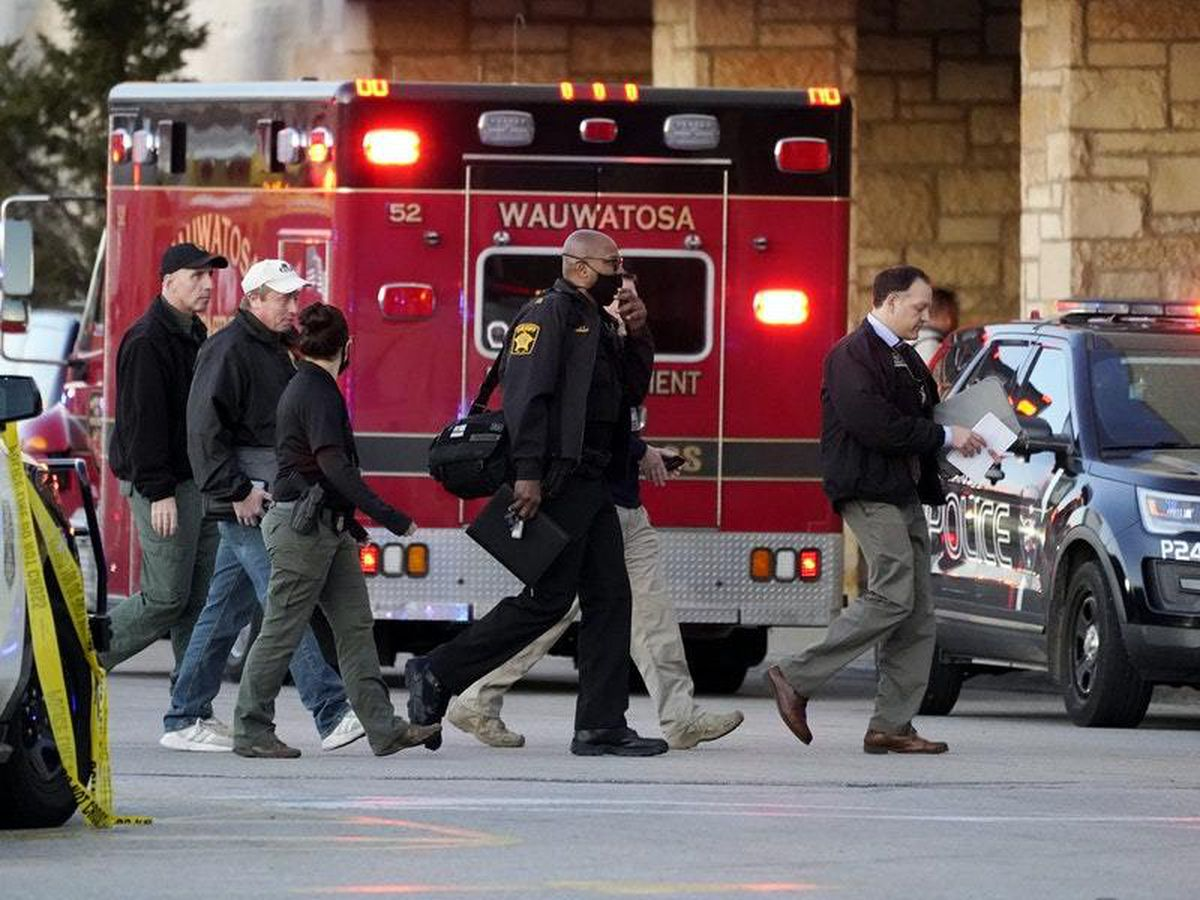 Eight injured in Wisconsin mall shooting as police search for suspect