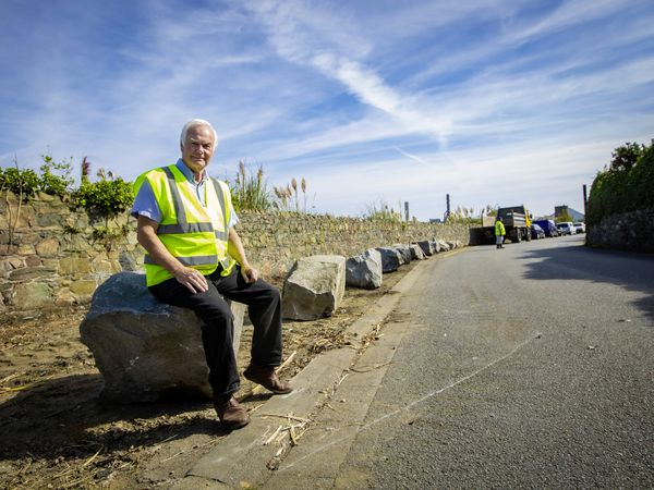 Picture By Peter Frankland. 17-09-21 Boulders have been put in place at the Salt Pans where abandoned cars have been removed. Paul Le Pelley. (29998502)