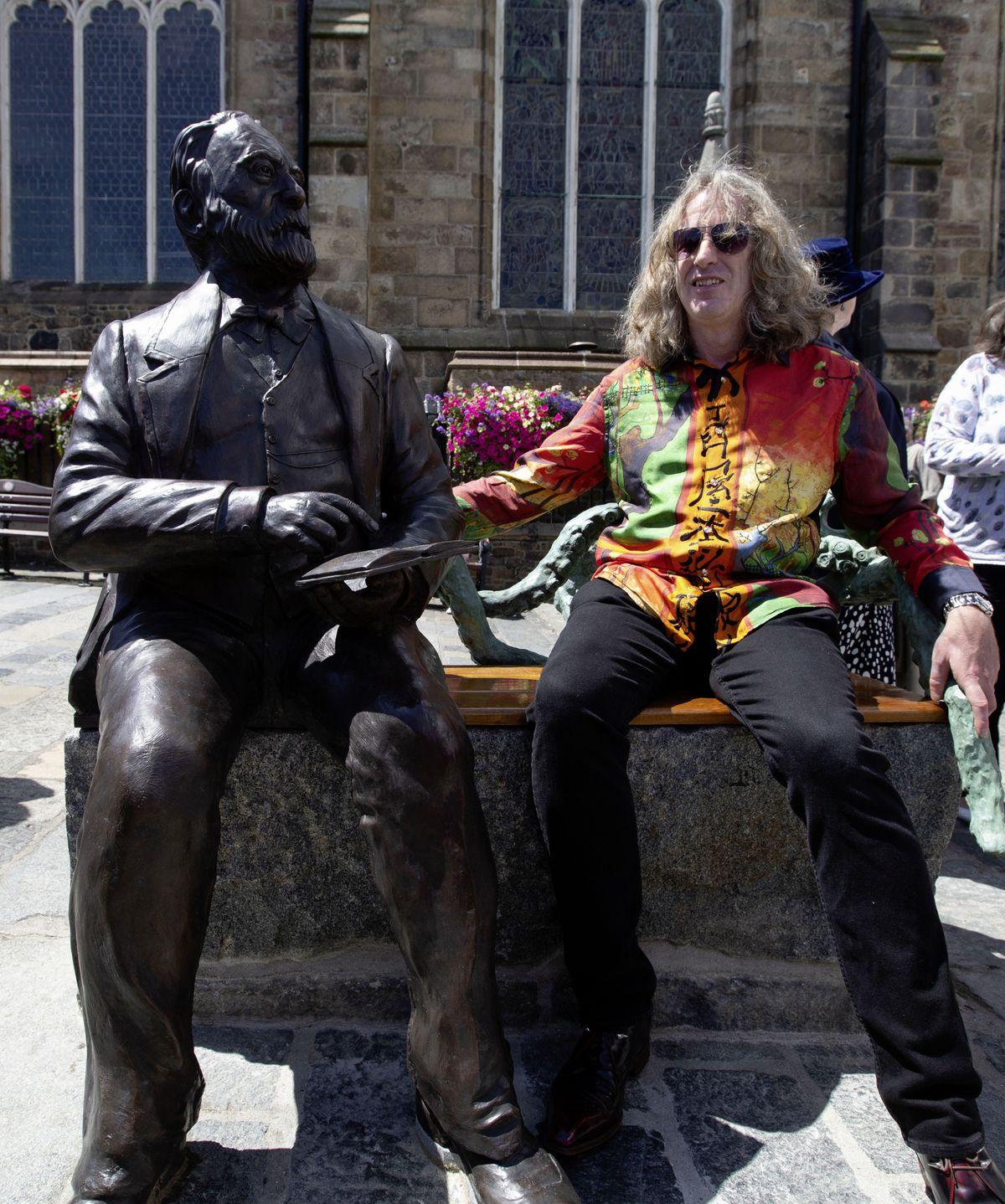 Mark Cook alongside his Victor Hugo sculpture. (29725738)