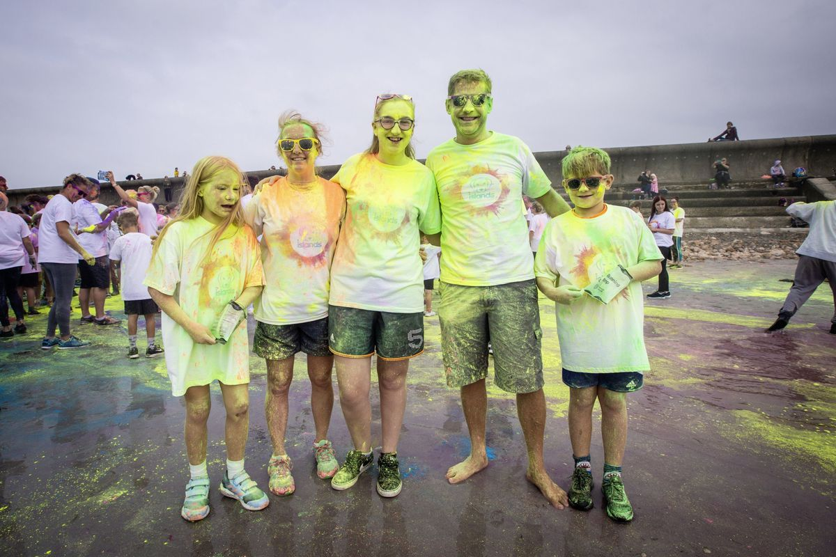 Picture by Sophie Rabey.  19-09-20. Islands Insurance have sponsored a Colour Run on Vazon Beach to help raise money for Guide Dogs for the Blind. L-R Lexie Cordingley (11), Tracey Cordingley, Chloe Torode, Dave Cordingley and Sam Cordingley (11). (28707334)