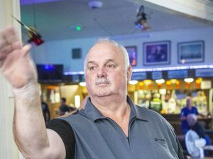 Picture by Sophie Rabey.  06-12-19.  Darts Triples League action, Guernsey Trade Windows Vs. Tornados.  Ex-Service Mens Club.  Phil Dodd.. (28800686)