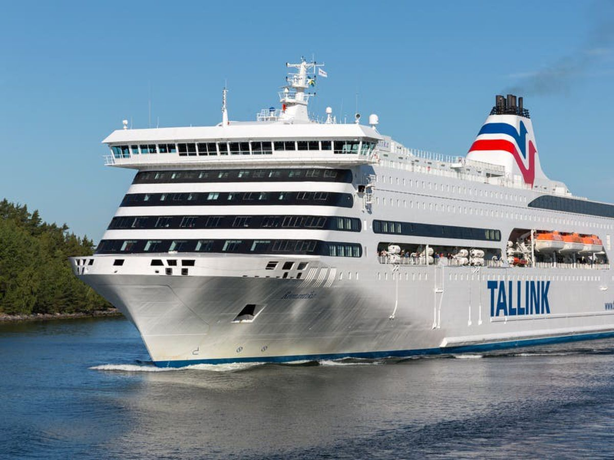 Cruise ship arrives in Glasgow to accommodate Cop26 delegates