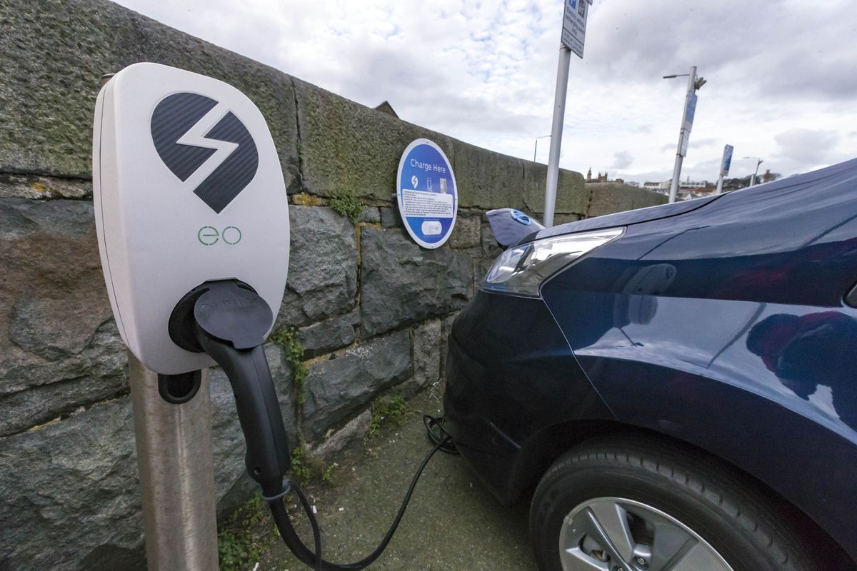 Electric vehicle charging space at North Beach car park, Town. (29594602)