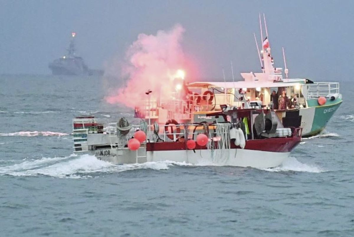 French fishing boat blockade of St Helier harbour. Picture by Jon Guegan. (29517320)
