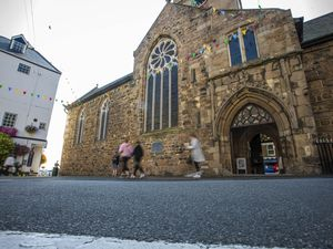 Picture By Peter Frankland. 16-08-21 The benches in Town Church Square have been removed.. (29890477)