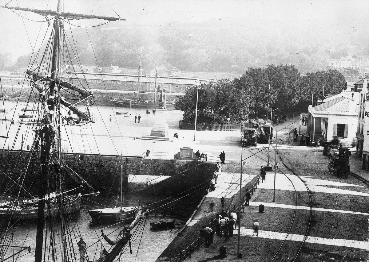 Tram lines running past the Albert Pier towards the Castle Emplacement.(Guerin Collection, 28692858)