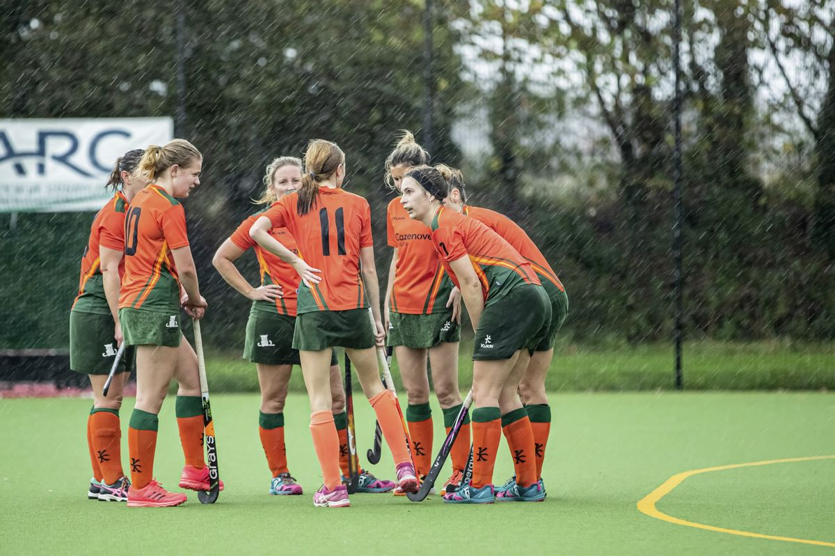 Indies Ladies discuss what short-corner routine they are going to use while the rain lashes down. (Picture by Martin Gray, www.guernseysportphotography.com, 28865733)