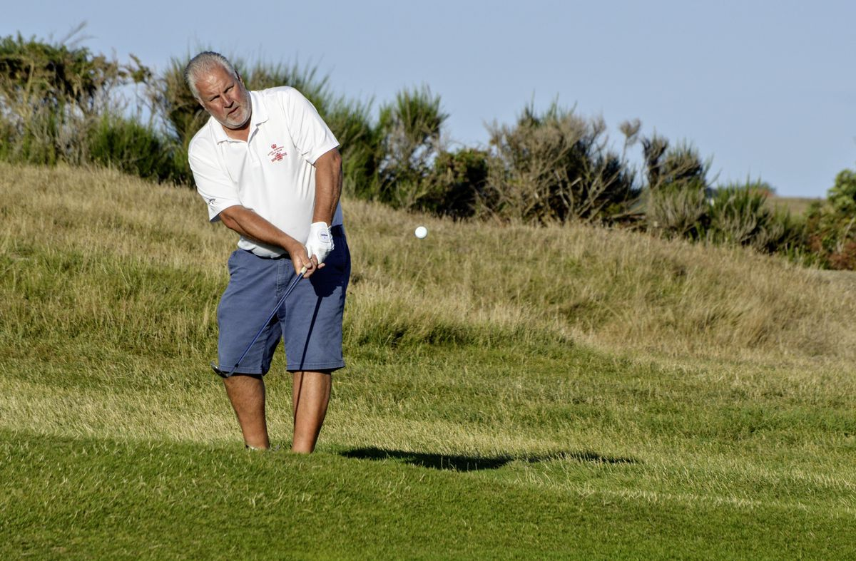 Nigel Vaudin of the Royals chips onto the 12th green. (Picture by Gareth Le Prevost, 28541136)