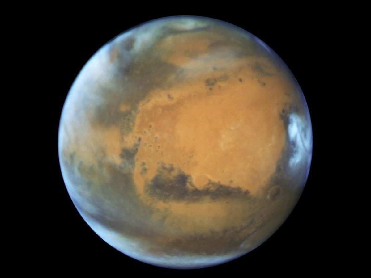 Salty lake and ponds could be gurgling beneath Mars South Pole