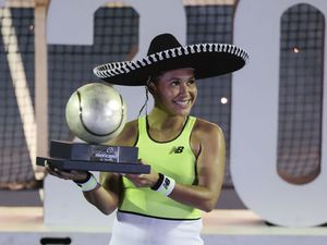 Heather Watson poses with her Mexican Open trophy. (AP Photo/Rebecca Blackwell, 27324869)