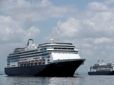Coronavirus: Donald Trump says British ship passengers to be flown home