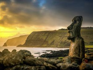 Easter Island. (Picture by MarcvanKessel.com/Shutterstock)