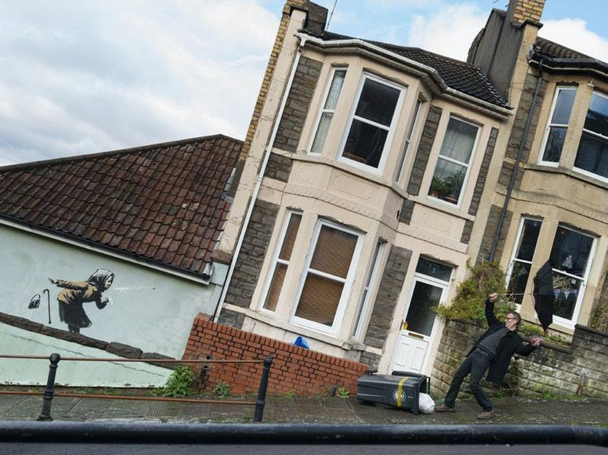 Banksy artwork house owners pull out of property's sale
