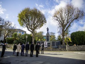Picture By Peter Frankland. 22-10-20 Dedication of the Field of Remembrance at the War Memorial.. (28829225)
