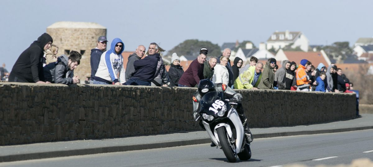Adam Girard clocked the fastest time of the day – a 9.95sec. effort – on his Honda Fireblade 1000. (Pictures by Adrian Miller, 29378109)