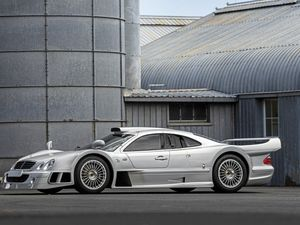 A 1998 Mercedes-Benz CLK-GTR is heading to auction, and it's expected to sell for up to $5,250,000 (circa £4 million) (22160823)