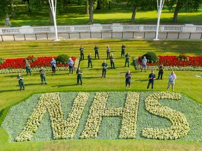 Flowerbeds outside Buckingham Palace replanted with NHS tribute