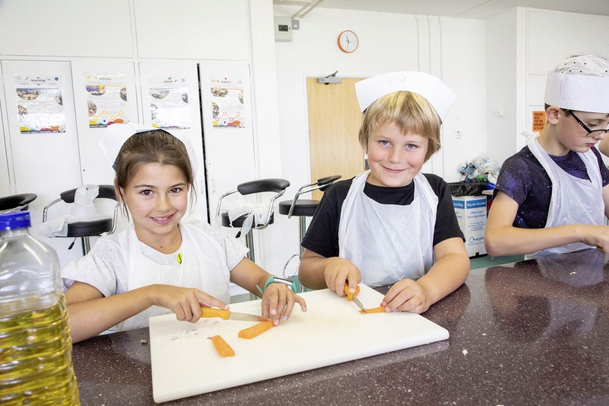 Picture by Sophie Rabey.  05-08-19.  Youth Commissions Summer Playscheme is focusing on teaching children to eat well and learn more about sugar intake.  Chloe Sallis and Sidney Sole.. (25436940)