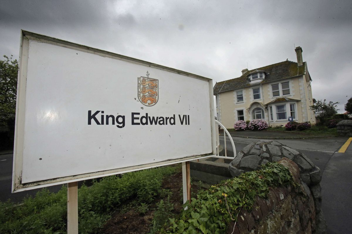 A tour of the King Edward VII site with fellow deputy John Gollop led to Deputy Neil Inder identifying a number of areas which could be turned into housing, sharing his experience with a video on Facebook.