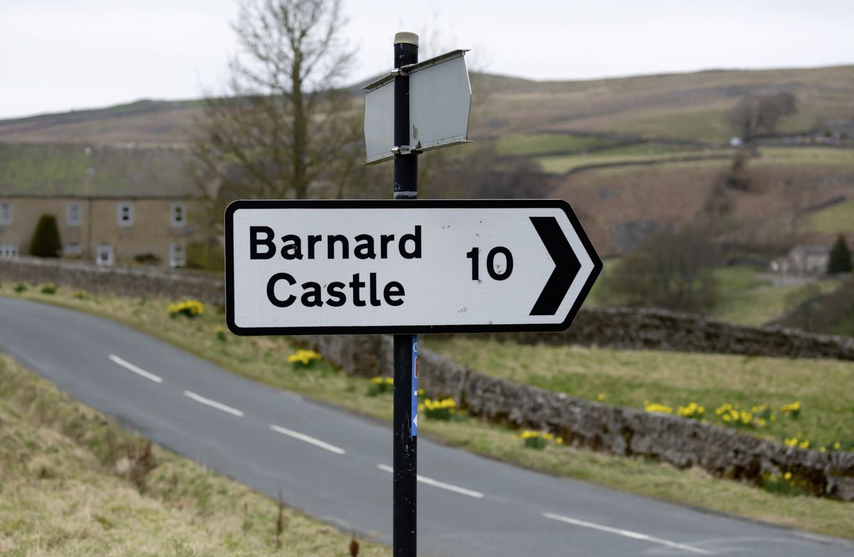 Richmond, North Yorkshire, UK. April 3 2021.  Barnard Castle signpost.  Black and white  10 miles sign, pointing right. Arkengarthdale, Yorkshire Dales. UK. Horizontal.  Space for copy. (29610885)