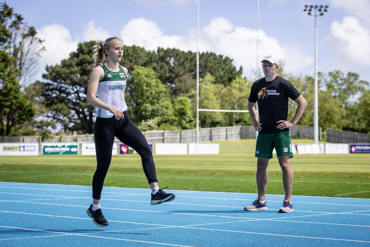 Tom Druce coaching sprinter Abi Galpin at Footes Lane. (Picture by Sophie Rabey, 28278976)