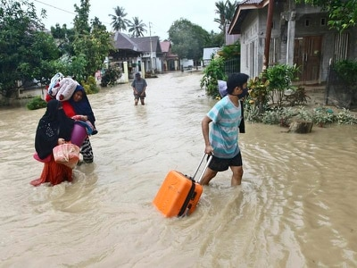 Indonesia flash flooding death toll rises to more than 30