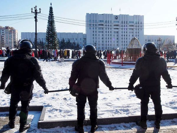 Russian police arrest protesters demanding Alexei Navalny's release