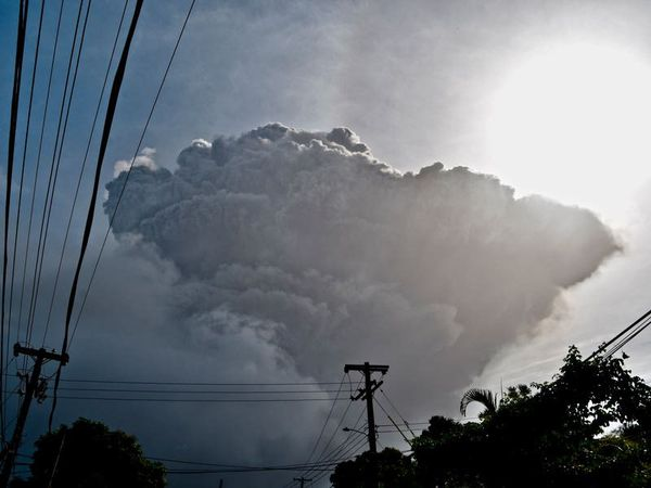 St Vincent awaits new volcanic explosions as help arrives
