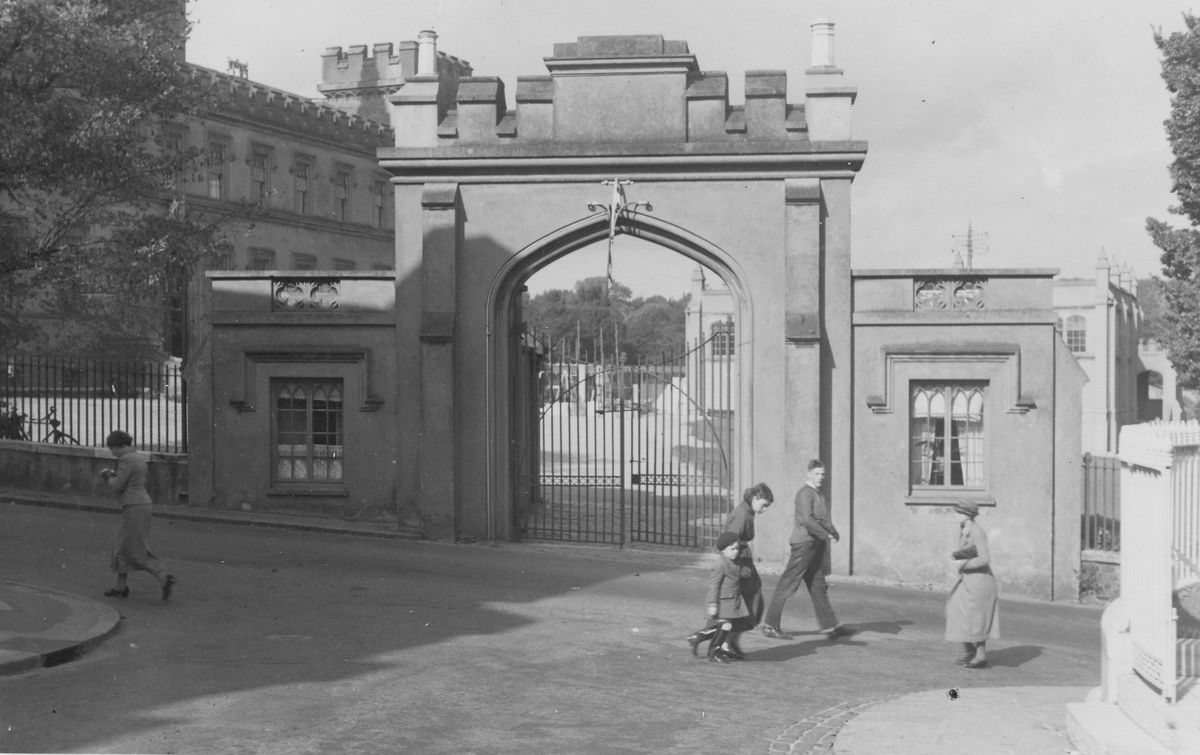 The old entrance to Elizabeth College, before the new entrance was installed in 1938. (28807946)