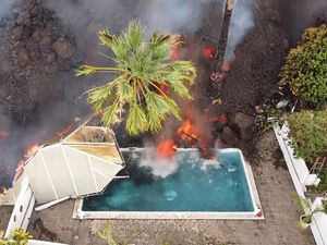 Nerves on edge on Spanish island as quakes and lava threaten