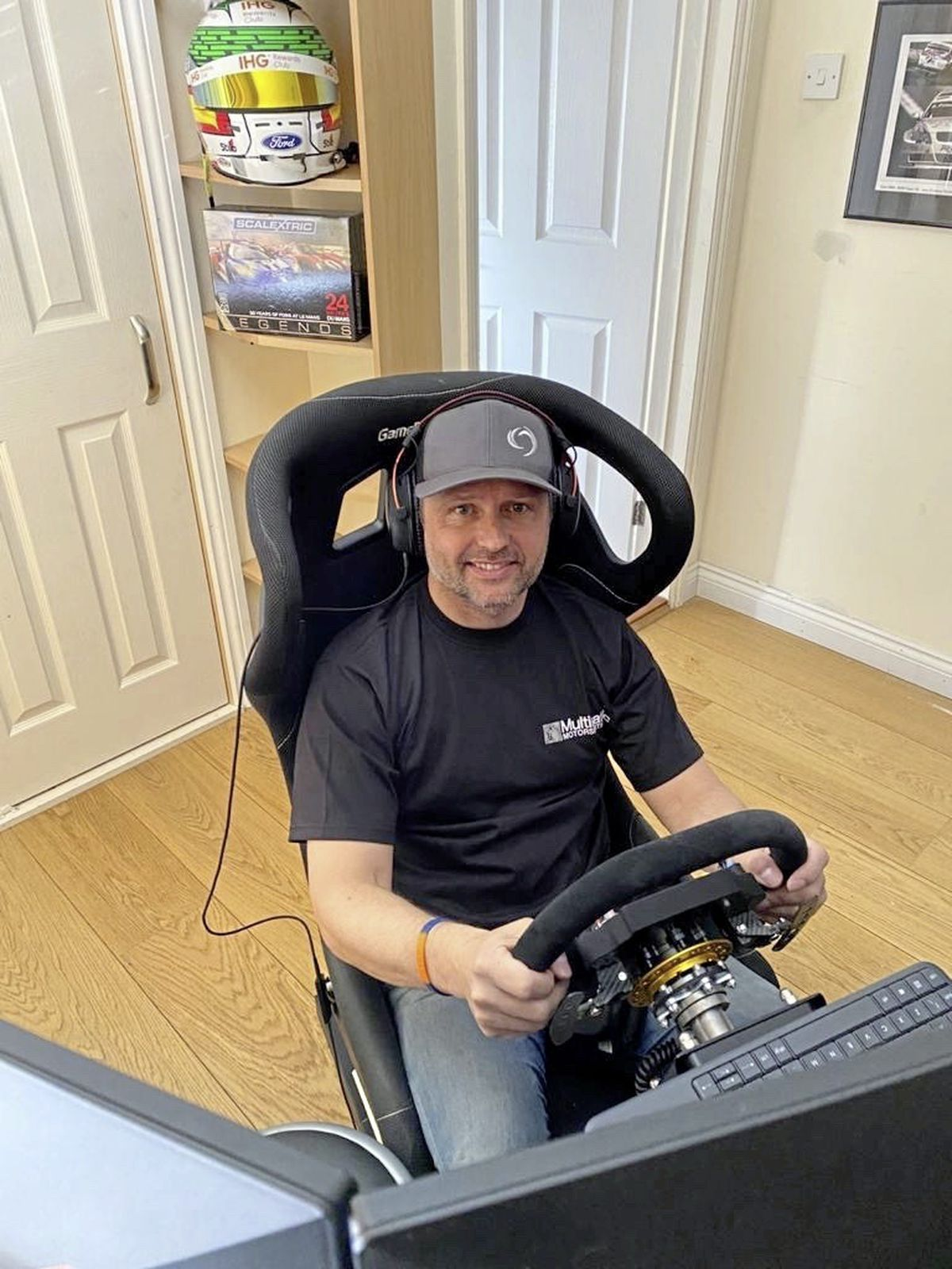 Sim-ple: Andy Priaulx does not have to leave his house to test his racing skills these days. (27983296)
